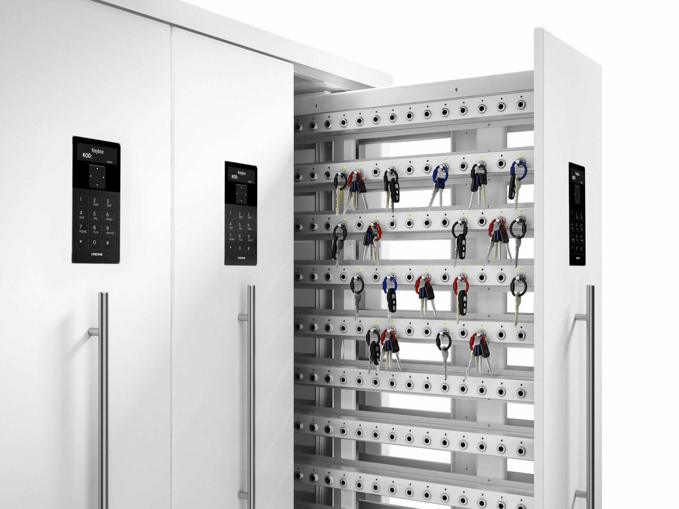 Schlüsselschrank 9700 SC der Keycontrol-Serie. Zeigt eine offene Tür mit Schlüssellisten, die die Schlüsselverwaltung organisieren.