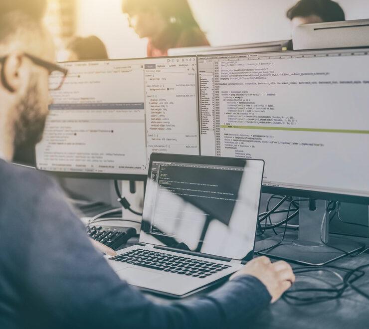 Unser Kundenservice-Team hilft Ihnen mit fundierten Produktkenntnissen, wenn der Schlüsselschrank Probleme aufweist