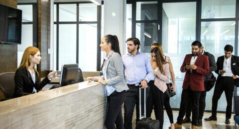 Die Hotelrezeption wird mit einem Schlüsselverwaltungssystem effizienter
